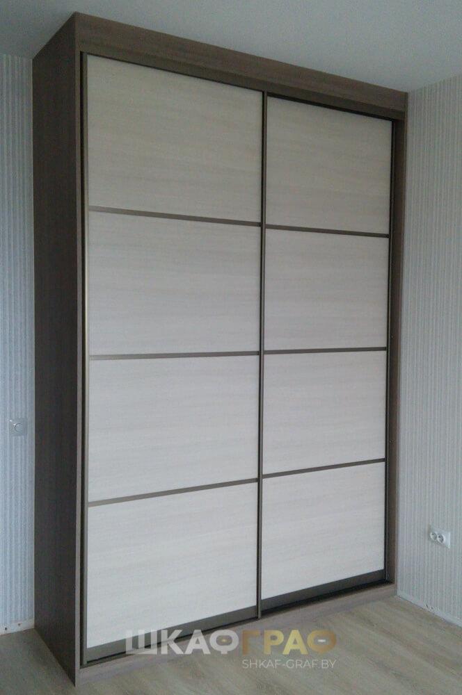 Встроенный шкаф купе в гостиную во всю стену, дизайн шкафа