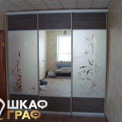 Комбинированный шкаф-купе в спальню с зеркалом