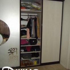 полки и вешалки в шкафу-купе в спальню