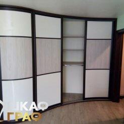 Радиусный шкаф-купе в спальню с матовыми фасадами