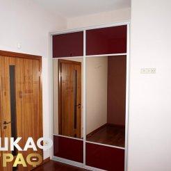 Узкий комбинированный шкаф-купе для спальни