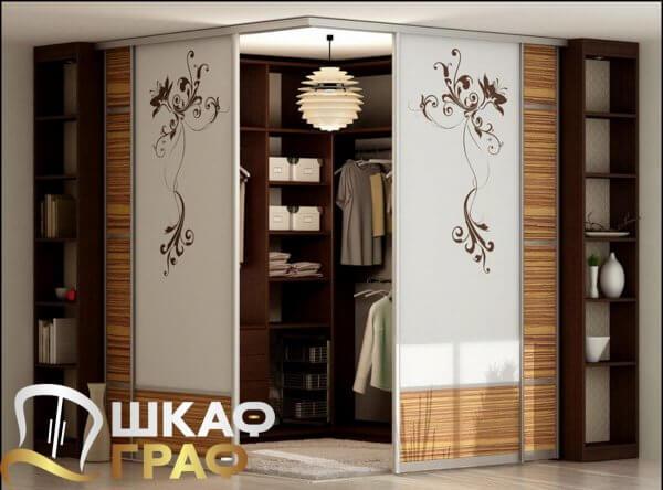 Квадратная гардеробная в китайском стиле