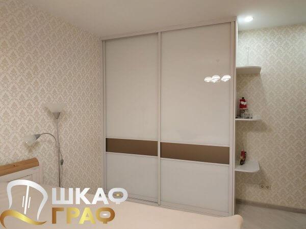 Шкаф-купе с лакобелем для спальни