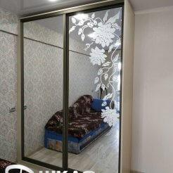 Зеркальный шкаф-купе с пескоструем
