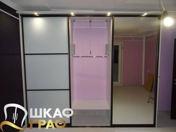 Трехдверный комбинированный шкаф-купе с подсветкой