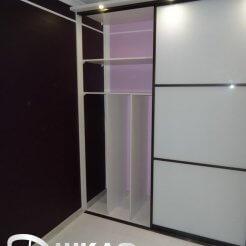 Комбинированный шкаф-купе с верхней подсветкой