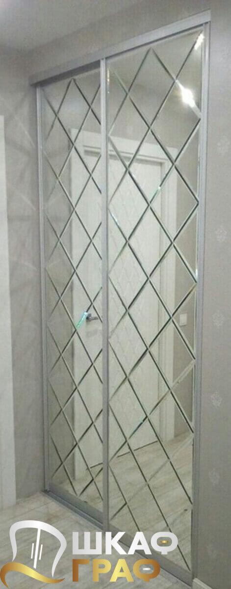 Двустворчатый зеркальный шкаф-купе