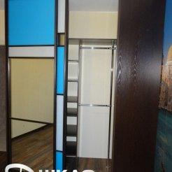 Трехцветный шкаф-купе для спальни
