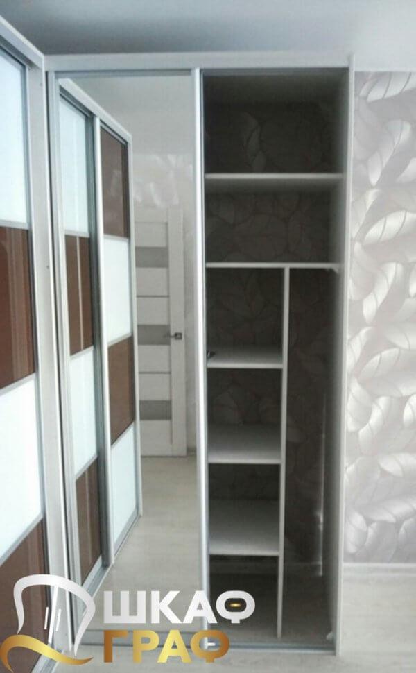 Г-образный шкаф-купе