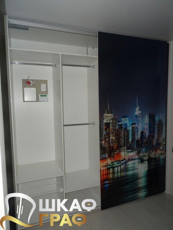Шкаф-купе для спальни с фотопечатью город