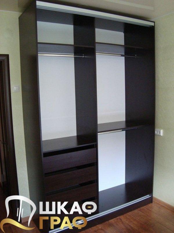 Шкаф-купе с двумя дверями с фотопечатью в спальню