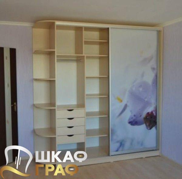 Широкий шкаф-купе для спальни с фотопечатью