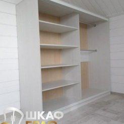 Шкаф-купе белого цвета с фотопечатью для спальни