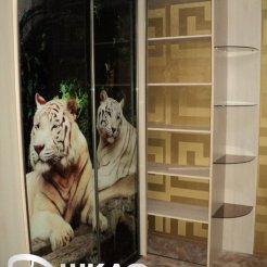 Угловой шкаф-купе с фотопечатью тигры и зеркалом