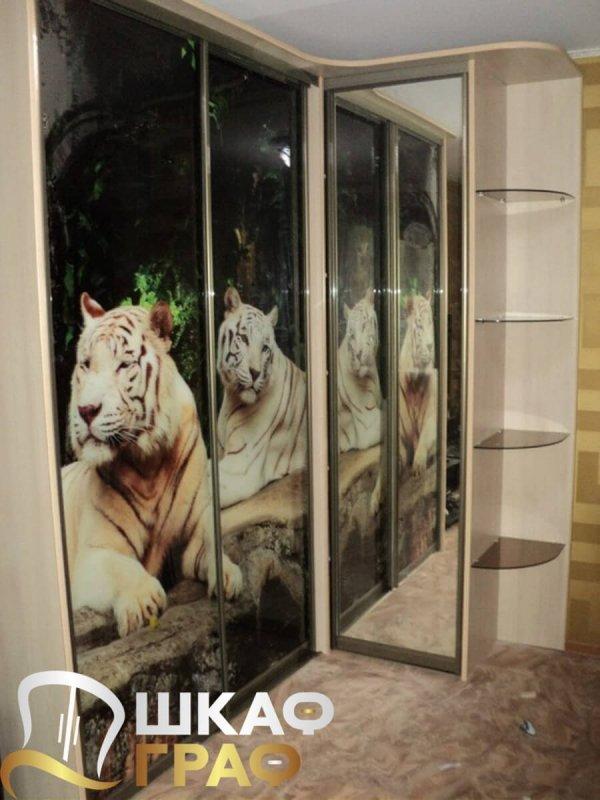 Угловой шкаф-купе с фотопечатью тигры