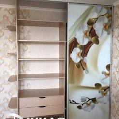 Шкаф-купе для спальни с цветочными мотивами