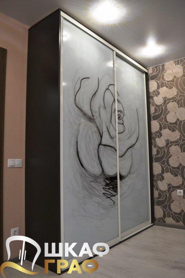 Шкаф-купе в спальню с фотопечатью роза