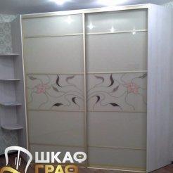 Угловой шкаф-купе с фотопечатью лилии