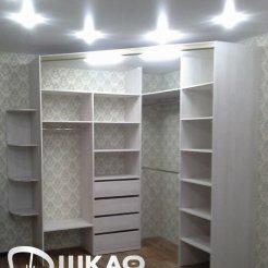 Угловой шкаф-купе в спальню с фотопечатью лилии