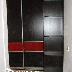 Угловой шкаф-купе в прихожую цвета венге