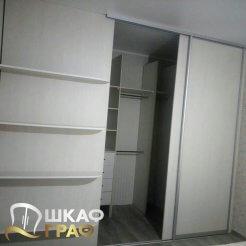 Гардеробная встроенная в коридор Graf № 82