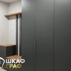 Распашной шкаф в коридор в тёмных тонах №7