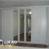 Распашной шкаф в светлых тонах в спальню № 11