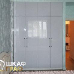 Распашной шкаф в светлых тонах в спальню №4