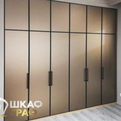 Встроенный распашной шкаф в стиле минимализма № 18