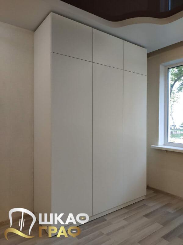 Шкаф распашной широкий в стиле минимализма № M-34